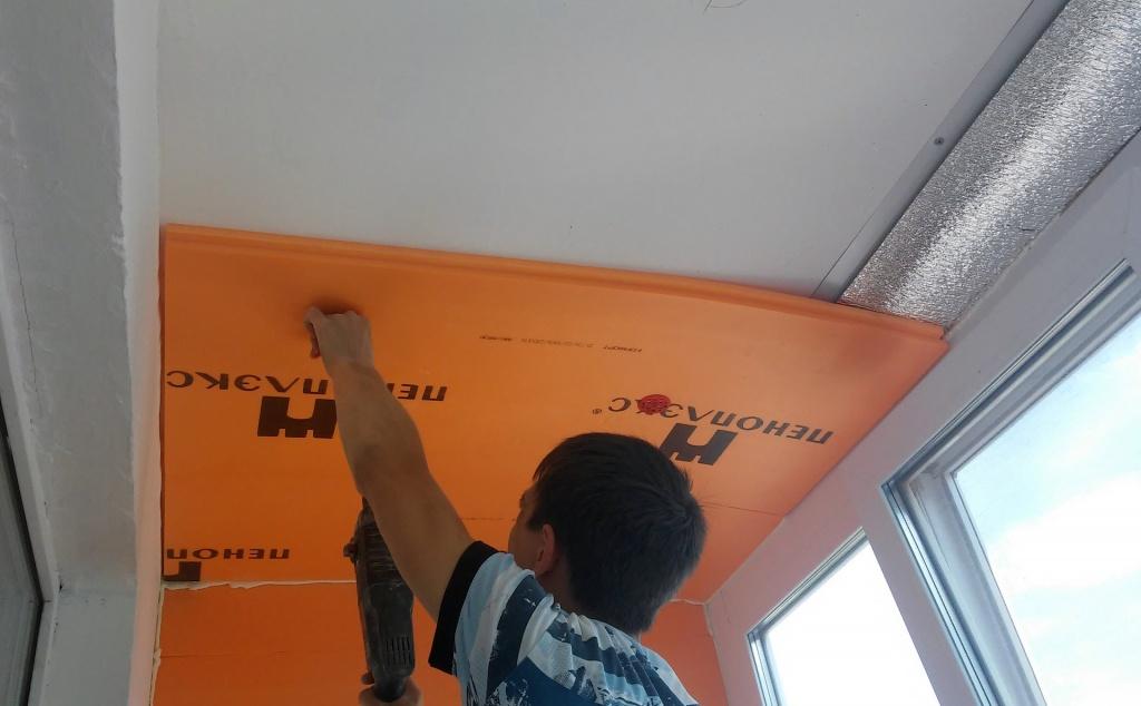 Наименее трудоемким бескаркасным способом шумоизоляции считается установка панелей.